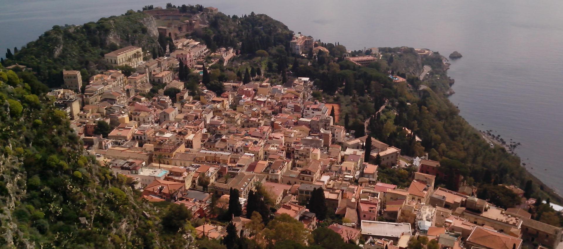 Vista di Taormina dalla Chiesa della Madonna Rocca