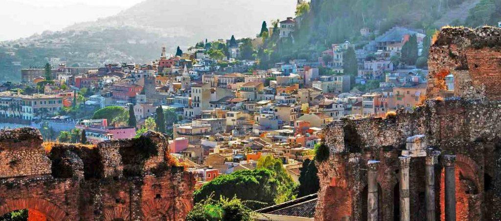 Vista di Taormina dal Teatro Greco Romano